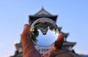 城と水晶玉