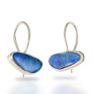 青いボルダーオパールのイヤリング
